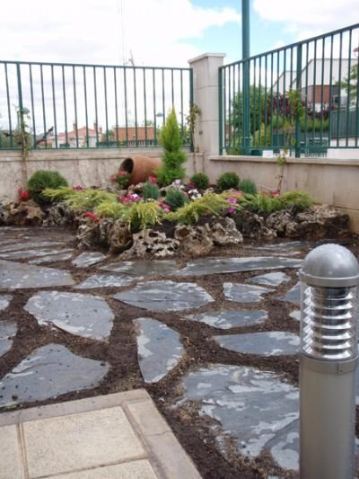 Jardin de rocalla como tenerlo - Suelos para jardines pequenos ...
