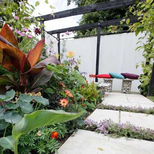 ideas para jardines modernos. Black Bedroom Furniture Sets. Home Design Ideas