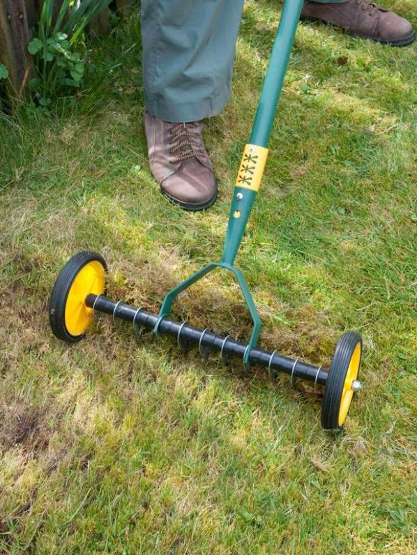 Cinco herramientas para airear el suelo del c sped - Escarificadores de cesped ...
