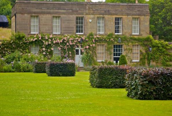 Jardín de diseño en entorno histórico 1