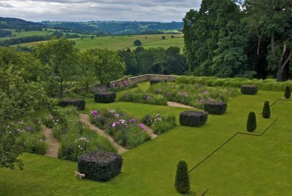 Jardín de diseño en entorno histórico 4
