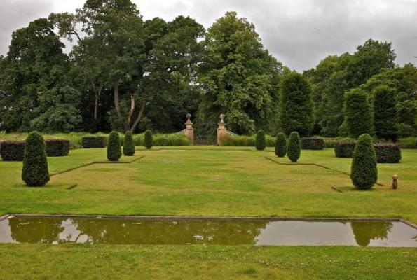 Jardín de diseño en entorno histórico 5