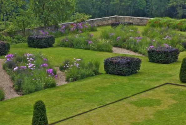 Jardín de diseño en entorno histórico 6