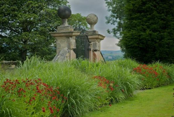 Jardín de diseño en entorno histórico 7