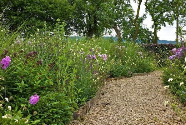 Un jard n moderno en un entorno hist rico - Plantas para arriates ...