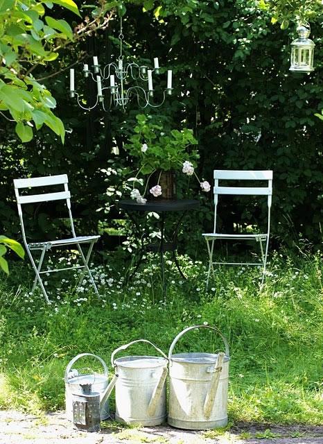 Decora el jardín con regaderas 4