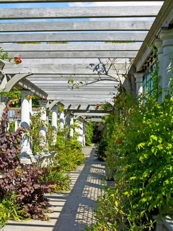 Arcos y p rgolas para el jard n - Pergolas y toldos para jardin ...