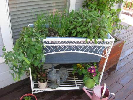 un-jardin-vertical-con-elementos-recuperados-03