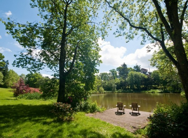 Viaja acampando en un jardín 3