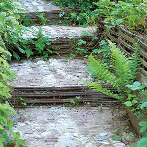 Escaleras en el jardín 5