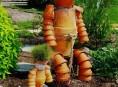 imagen Crea una escultura con macetas para tu jardín