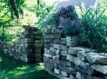 imagen Paredes de piedra seca en el jardín