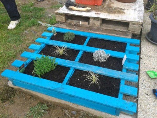 Ideas con palets para tu jard n for Jardin colgante con palets