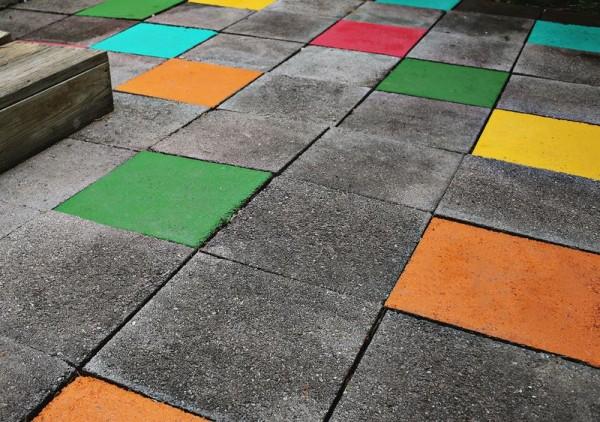 Un divertido suelo para tu patio o jard n - Pintura suelo exterior ...