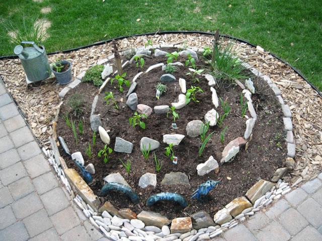 C mo hacer un jard n en espiral for Como evitar que salga hierba en el jardin
