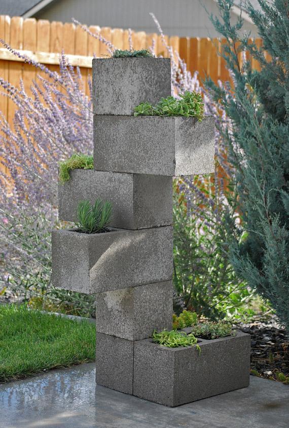 Jardinera vertical diy con bloques de hormig n for Jardinera de madera vertical