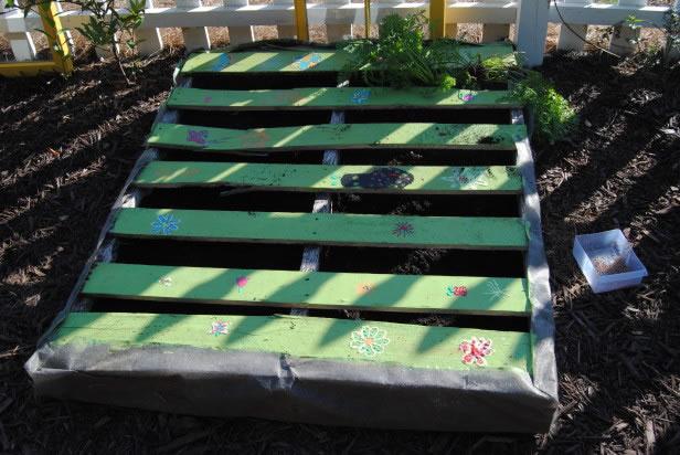 Palets en el jardín 7