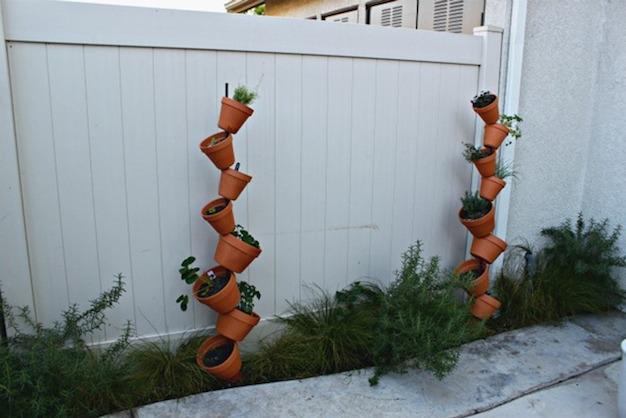 C mo armar un jard n vertical con macetas for Como decorar un jardin con macetas