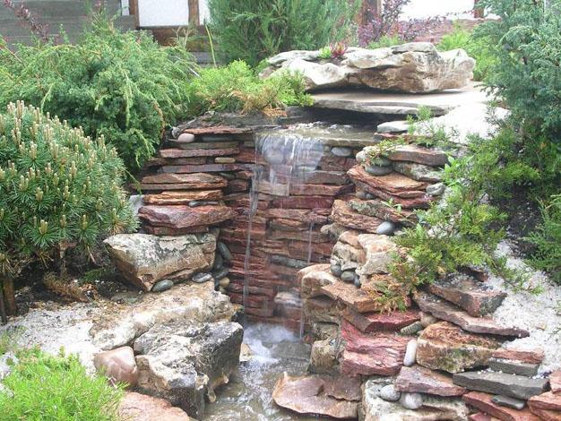 10 ideas con piedras para el jard n for Estanques con cascadas de piedra