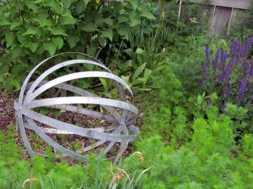 esferas-diy-para-decorar-el-jardin-07