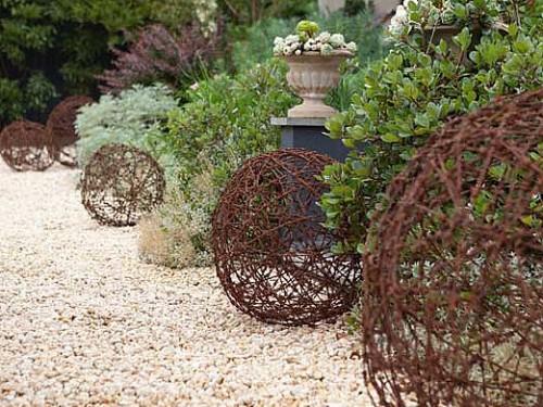 esferas-diy-para-decorar-el-jardin-08