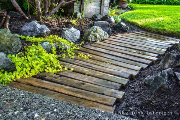 C mo hacer un camino para el jard n con palets for Palets de madera para jardin