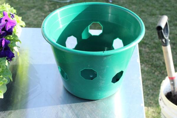 como-preparar-una-cesta-colgante-con-flores-03