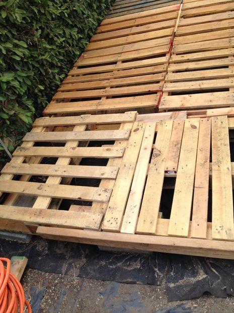 Patios con deck hechos de palets for Como hacer un piso con palets