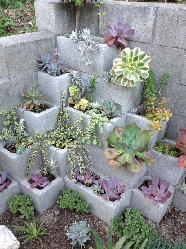 Proyectos decorativos con bloques de cemento for Bloques decorativos para jardin