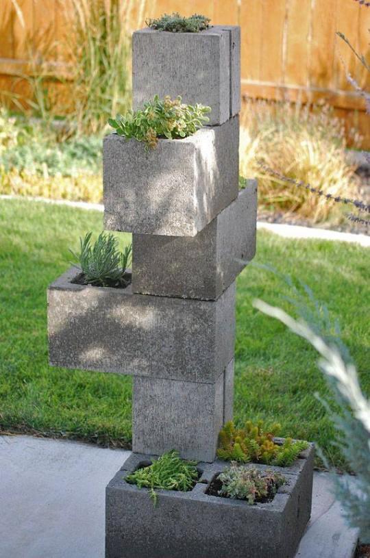 Proyectos decorativos con bloques de cemento for Plantas modernas para jardin