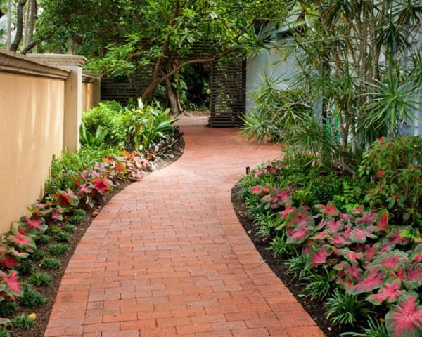 8 ideas de senderos con ladrillos para el jard n for Ideas para el jardin reciclando