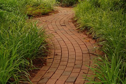 8-ideas-para-pavimentar-senderos-con-ladrillos-05