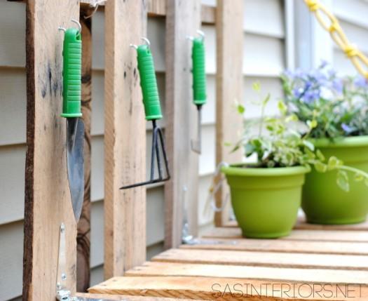 hacer-una-mesa-de-jardineria-con-palets-08