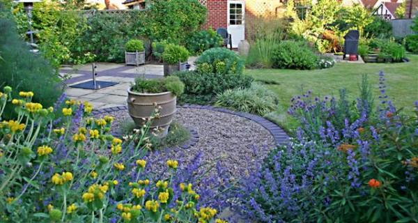 7-consejos-para-que-tu-jardin-parezca-mas-grande-01