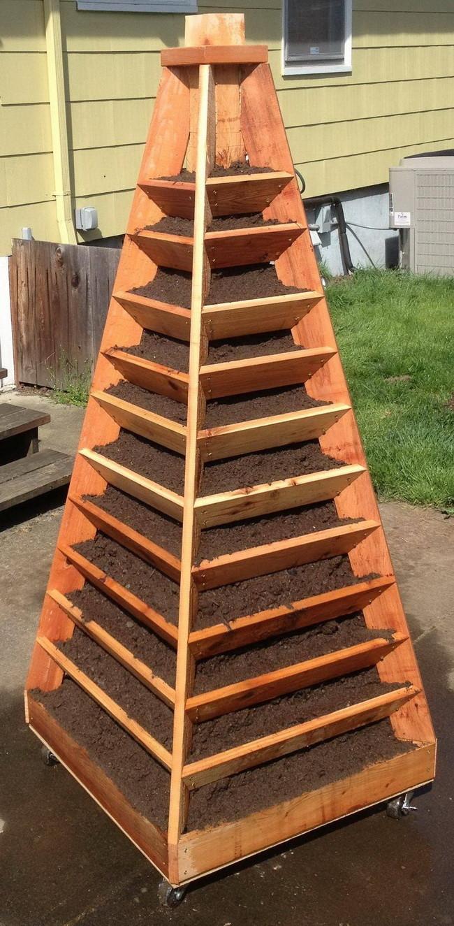 como-construir-un-jardin-piramidal-10