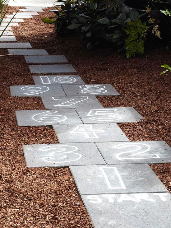 ideas-para-que-los-ninos-jueguen-en-el-jardin-01