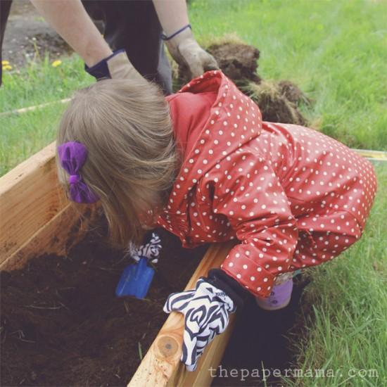 ideas-para-que-los-ninos-jueguen-en-el-jardin-07