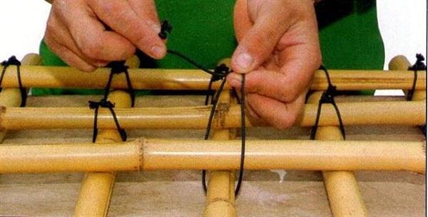 como-hacer-un-enrejado-de-bambu-06