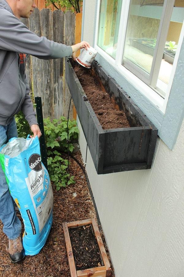 paso-a-paso-para-montar-una-jardinera-en-la-ventana-03