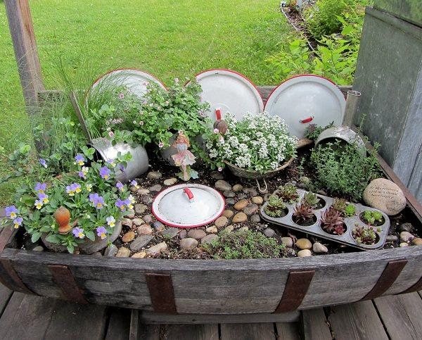 decora-tu-jardin-con-utensilios-de-cocina-01