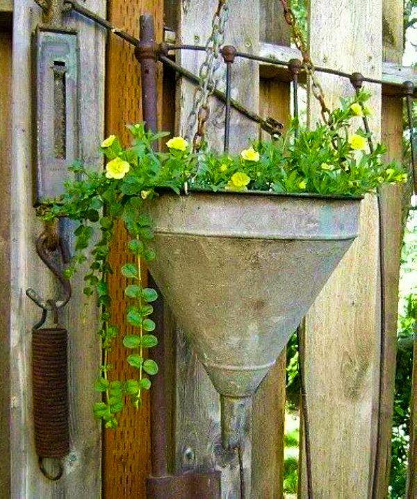 ===Todo vale para...=== - Página 4 Decora-tu-jardin-con-utensilios-de-cocina-03