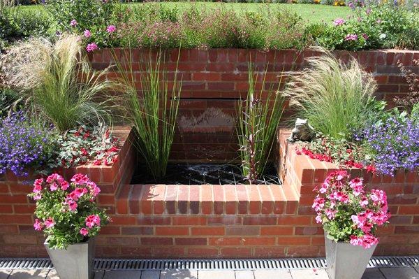 12 ideas para usar ladrillos en el dise o de tu jard n for Jardines pequenos con ladrillos