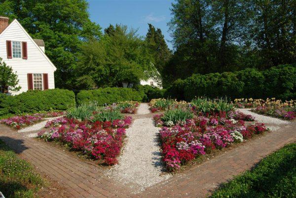 consejos-basicos-para-disfrutar-de-un-bonito-jardin-01