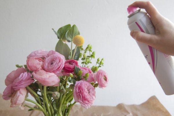 conservar-flores-con-laca-para-el-pelo-03
