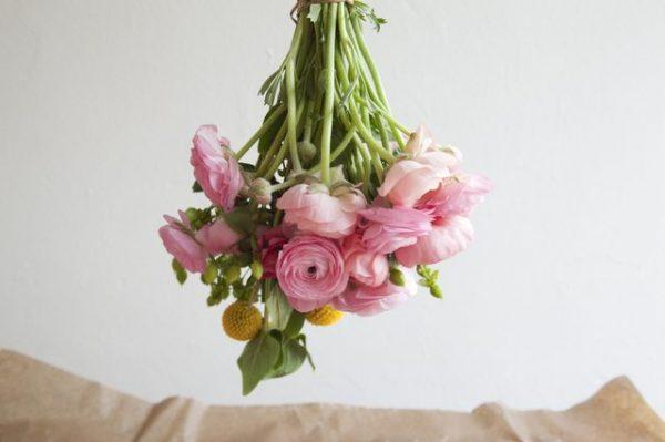 conservar-flores-con-laca-para-el-pelo-04