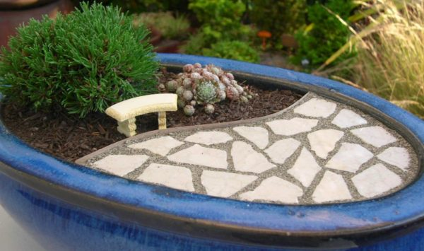 Build a patio in your garden in miniature 1