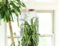 imagen Transforma un farolillo en una jardinera colgante