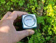 imagen Método para medir la humedad del suelo en los jardines