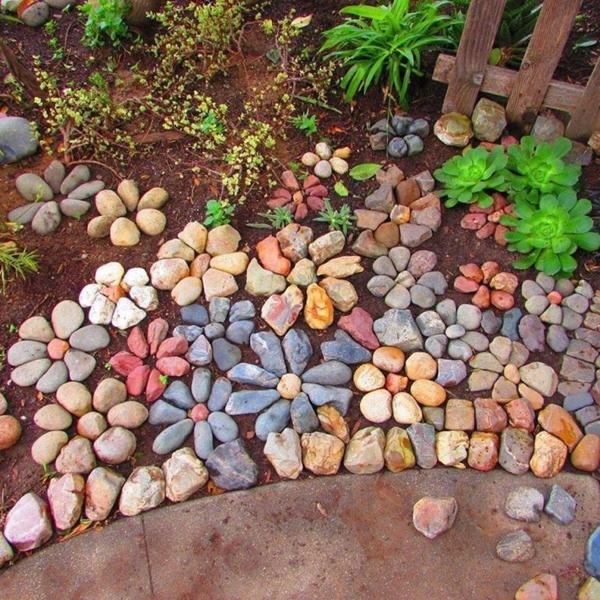15 ideas de proyectos con piedras para tu jard n for Jardines decorados con piedras de rio